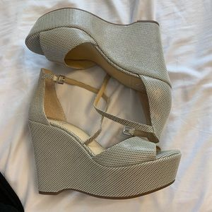 Vince Camuto wedge 9